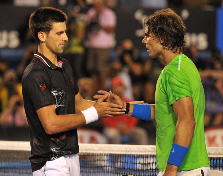 Novak Djokovic et Rafael Nadal lors de la finale de l'Open d'Australie en 2012. (PAUL CROCK / AFP)