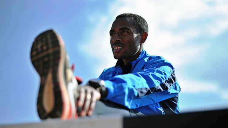 Après avoir tout gagné sur piste, Kenenisa Bekele s'essaie désormais à la route. Sans avoir fait d'adieux définitifs au 5 000 et 10 000m...  (CARL DE SOUZA / AFP)