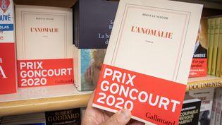 """""""L'Anomalie"""" d'Hervé Le Tellier chez Gallimard, prix Goncourt 2020, bat des records de vente. (FRED DUGIT / MAXPPP)"""