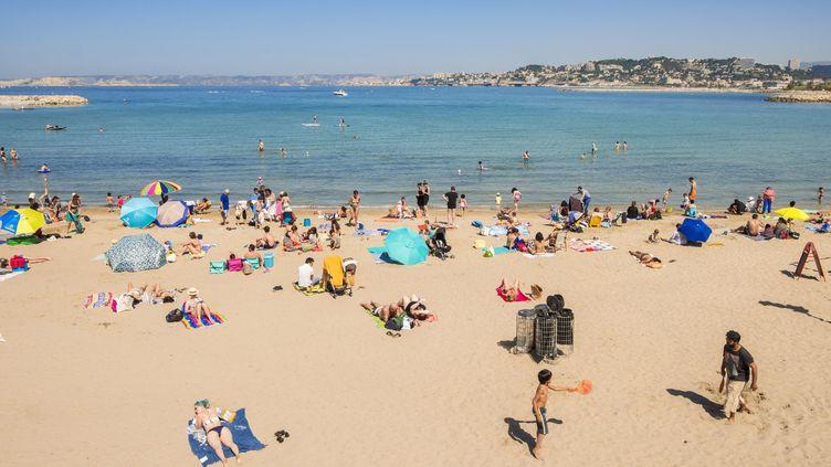 La plage de la Pointe Rouge, à Marseille, le 22 avril 2018. (GARDEL BERTRAND / AFP)