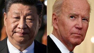 Le président chinois Xi Jinping en juillet 2019 et son homologue américain, Joe Biden, le 17 juillet 2021. (NICOLAS ASFOURI / AFP)