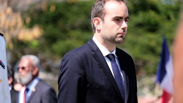 Le ministre des Outre-mer, Sébastien Lecornu, le 24 octobre 2020 à Nouméa, en Nouvelle-Calédonie. (THEO ROUBY / HANS LUCAS / AFP)