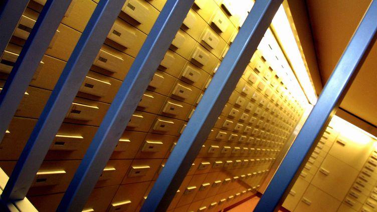 Des coffres-forts derrière une grille dans une banque. (PK / MAXPPP)