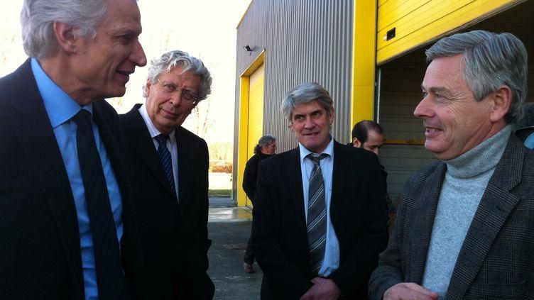 Dominique de Villepin, le 11 janvier 2012, rencontre le directeur de la SOCRA, Patrick Palem, à Marsac-sur-l'Isle. (DCR)