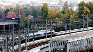 Un TER au départ de Bordeaux (Gironde), le 15 novembre 2016. (MAXPPP)