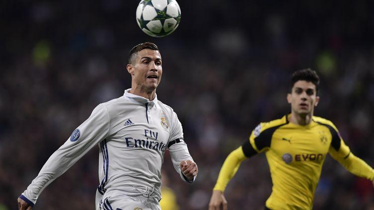 Cristiano Ronaldo devant Marc Bartra (décembre 2016) (JAVIER SORIANO / AFP)