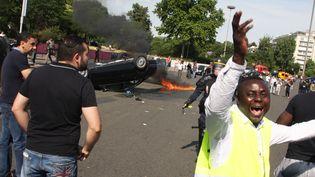 La porte Maillot à Paris bloquée par les taxis en grève le 25 juin 2015. (SEVGI / SIPA)