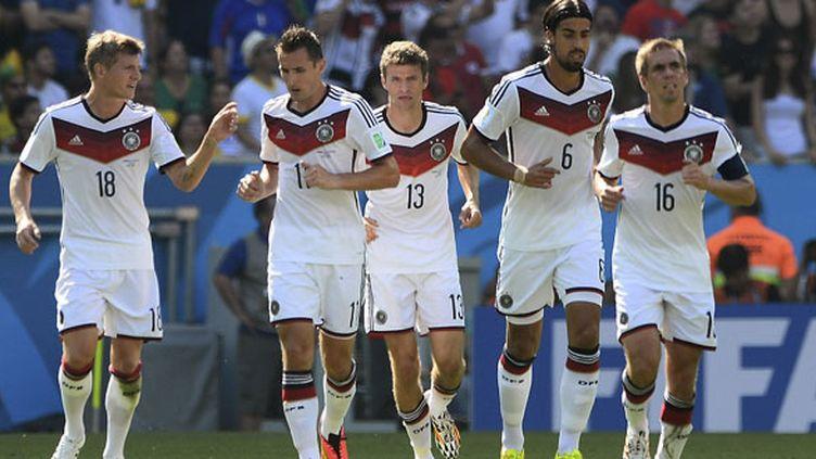 Les joueurs allemands (de gauche à droite) Toni Kroos, Miroslav Klose, Thomas Muller, Sami Khedira et Philipp Lahm sont prêts à défier le Brésil
