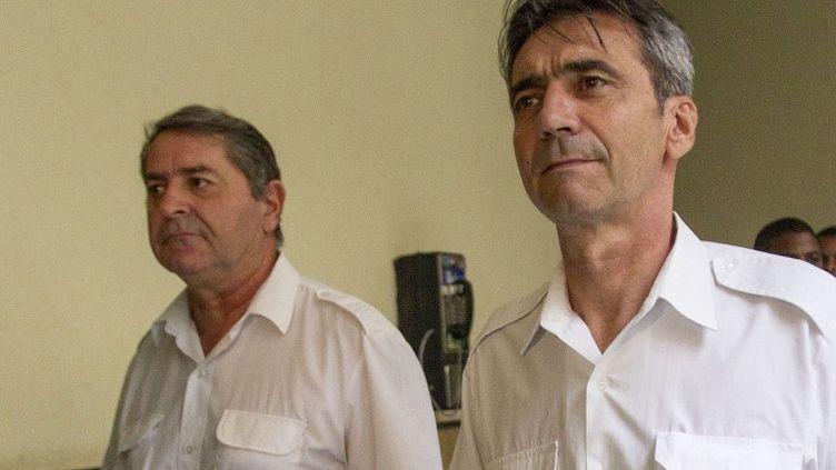Les pilotes, Pascal Fauret et Bruno Odos, au tribunal de Saint Domingue (République dominicaine), le 12 mai 2014. (ERIKA SANTELICES / AFP)