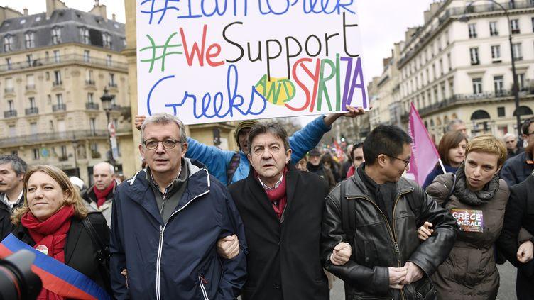 Le secrétaire national du PCF, Pierre Laurent (à gauche), et Jean-Luc Mélenchon (à droite), le 15 février 2015 à Paris. (LOIC VENANCE / AFP)