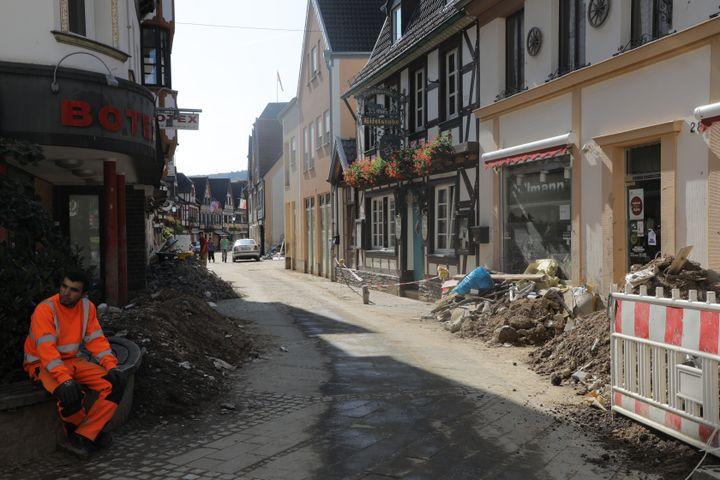 Les dégâts causés par les inondations dans la vieille ville d'Ahrweiler (Allemagne), le 25 août 2021. (VALENTINE PASQUESOONE / FRANCEINFO)