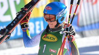La skieuse américaine Mikaela Shiffrin à l'occasion du slalom géant d'ouverture de Sölden, samedi 23 octobre 2021. (JOE KLAMAR / AFP)