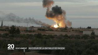 Une explosion à Raqqa (Syrie) filmée par une équipe de France 2, dans un reportage diffusé le 17 février 2017. (FRANCE 2)