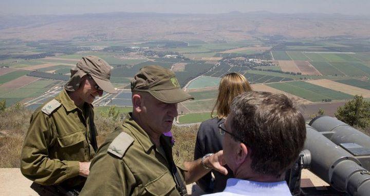 Hauts gradés israéliens, dont le général Yair Golan (à gauche) en présence du sécrétaire à la Défense américain Ashton Carter en 2015. (AFP PHOTO / POOL / CAROLYN KASTER )