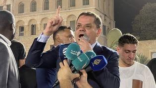 Le Premier ministre libyen Abdel Hamid Dbeibah s'exprime lors d'une manifestation place du Parlement à Tripoli contre la motion de censure, le 21 septembre 2021. (MUCAHIT AYDEMIR / ANADOLU AGENCY)