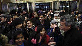 Des Américains se bousculent chez Macy's, à New York (Etats-Unis) pour le Black Friday, le 28 novembre 2013. (KENA BETANCUR / GETTY IMAGES NORTH AMERICA / AFP)