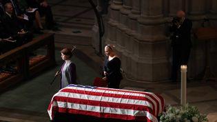 La fille de John McCain, Meghan (en noir), aux funérailles de son père le 1er septembre 2018 à Washington (Etats-Unis). (MARK WILSON / GETTY IMAGES NORTH AMERICA)