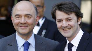 Pierre Moscovici et François Baroin lors de la passation de pouvoir au ministère de l'Economie, à Paris, le 17 mai 2012. ( CHARLES PLATIAU / REUTERS)