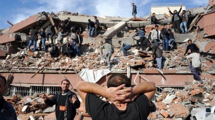 Un millier de bâtiments auraient été touchés lors du séisme. (ABDURRAHMAN ANTAKYALI / AFP)