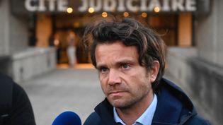 Me Jean Guillaume Le Mintier, l'avocat de Jérôme Gaillard, donne une conférence de presse devant le palais de justice de Rennes le 20 mars 2021. (DAMIEN MEYER / AFP)