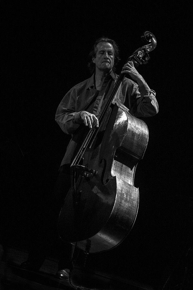 Simon Goubert à la contrebasse