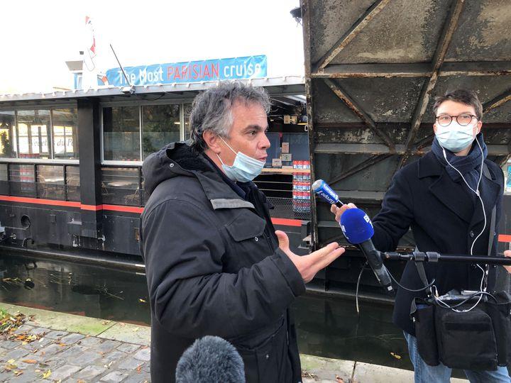 L'écrivain Alexandre Jardin, le 12 novembre, au square Vert Galant à Paris. (RAFAEL ASENCIO/FRANCEINFO CULTURE)