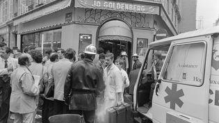 Les secours après l'attentat rue des Rosiers, le 9 août 1982. (JACQUES DEMARTHON / AFP)