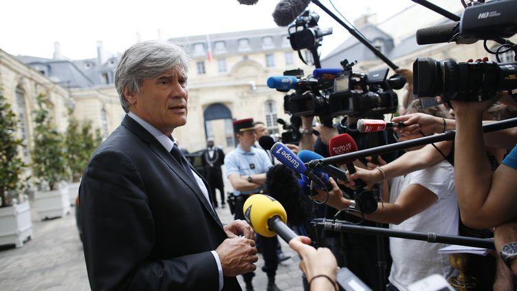 Stéphane Le Foll,à l'issue d'une réunion à Matignon sur la crise qui touche les éleveurs français, mardi 21 juillet 2015, à Paris. (THOMAS SAMSON / AFP)
