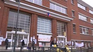 Le collège Paul Eluard de Montreuil (Seine-Saint-Denis), occupé par des parents d'élèves. ( FRANCE 2)