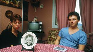 Christine et Jean-Marie Villemin, les parents du petit Grégory, le 23 novembre 1984 à Epinal (Vosges). (ERIC FEFERBERG / AFP)