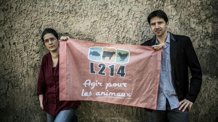 Brigitte Gothière et Sébastien Arsac, cofondateurs de l'association L214, à Lyon, le 1er mars 2016. (JEFF PACHOUD / AFP)