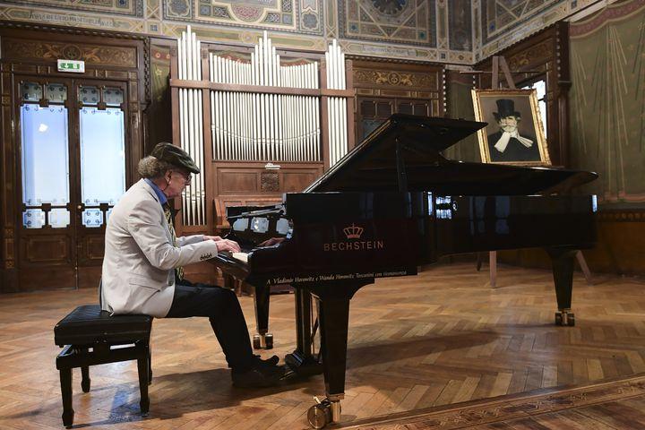 Raimondo Campisi, pianiste à la retraite, à la Casa Verdi, maison de retraite pour musiciens à Milan (13 février 2019)  (Miguel Medina / AFP)