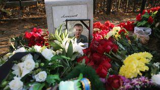 La tombe d'une victime du crash de l'Airbus A321 de Metrojet, dans un cimetière de Saint-Pétersbourg, vendredi 6 novembre 2015. (IGOR RUSSAK / RIA NOVOSTI)