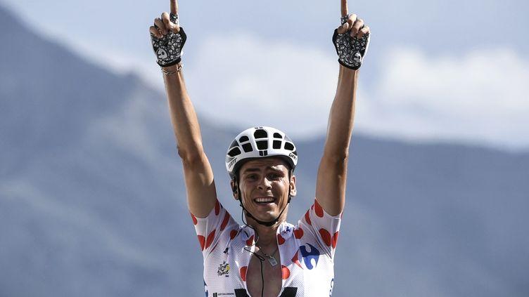 Le Français Warren Barguil (Sunweb) a remporté en solitaire la 18e étape du Tour de France 2017 au sommet de l'Izoard.  (PHILIPPE LOPEZ / AFP)