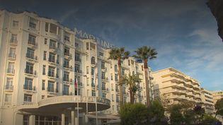 L'activité liée au tourisme repart en France, avec le pont de l'Ascension. À Cannes (Alpes-Maritimes), l'incontournable palace Martinez a ouvert ses portes aux équipes de France Télévisions. (CAPTURE ECRAN FRANCE 2)