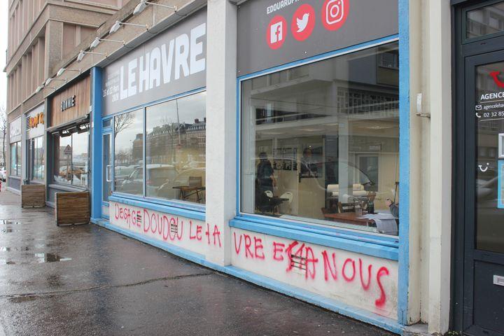 Lelocal de campagne d'Edouard Philippe au Havre tagué, le 14 février 2020. (CLEMENT PARROT / FRANCEINFO)