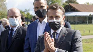 Emmanuel Macron s'exprime lors d'une visite dans un stade de Pont-Sainte-Marie (Aube), le 19 mai 2021. (LUDOVIC MARIN / AFP)