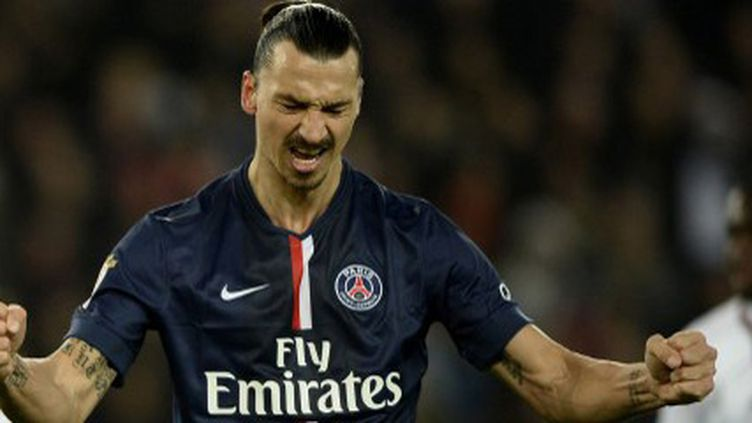 Zlatan Ibrahimovic vient de convertir le pénalty accordé au PSG contre Nice (FRANCK FIFE / AFP)