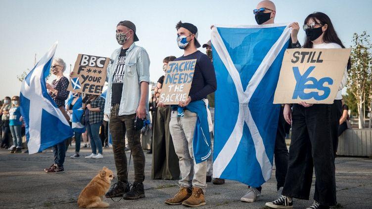 Des indépendantistes écossais, le 17 septembre 2020 à Glasgow (Royaume-Uni). (JULIEN MARSAULT / HANS LUCAS / AFP)