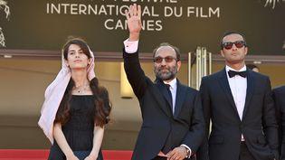 """Montée des marches de l'équipe du film """"Un héros"""" (JOHN MACDOUGALL / AFP)"""