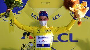 Julian Alaphilippe, maillot jaune au terme de la 2e étape à Nice (Alpes-Maritimes), le 30 août 2020. (STUART FRANKLIN / AFP)