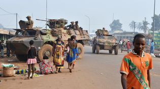 Des soldats français de l'opération Sangaris, à Bangui (Centrafrique), le 14 février 2016. (ISSOUF SANOGO / AFP)