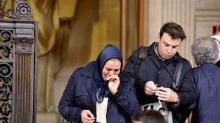 Latifa Ibn Ziaten en larmes sortantdu procès d'Abdelkader Merahla cour d'assises de Paris, le 25 october 2017 (CITIZENSIDE / PATRICE PIERROT / AFP)
