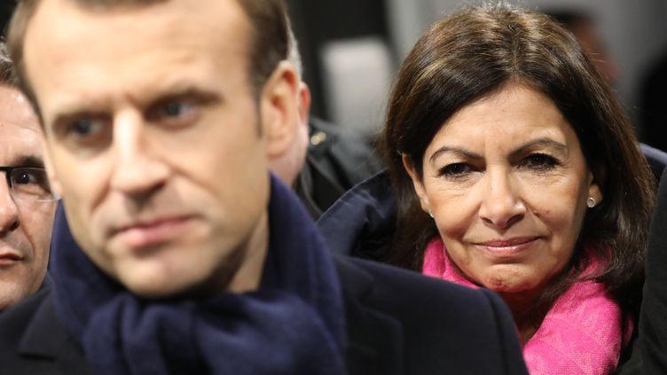 Emmanuel Macron et Anne Hidalgopour l'inauguration du site du Comité olympique au Stade de France en 2018. (LUDOVIC MARIN / POOL / AFP POOL)