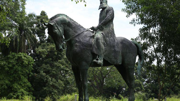 La statue de l'ancien roi belge Léopold II sur les hauteurs de Kinshasa, le 12 novembre 2019. Ses détracteurs l'accusent d'avoir incarné la violence du système colonial au Congo. (SAMIR TOUNSI / AFP)