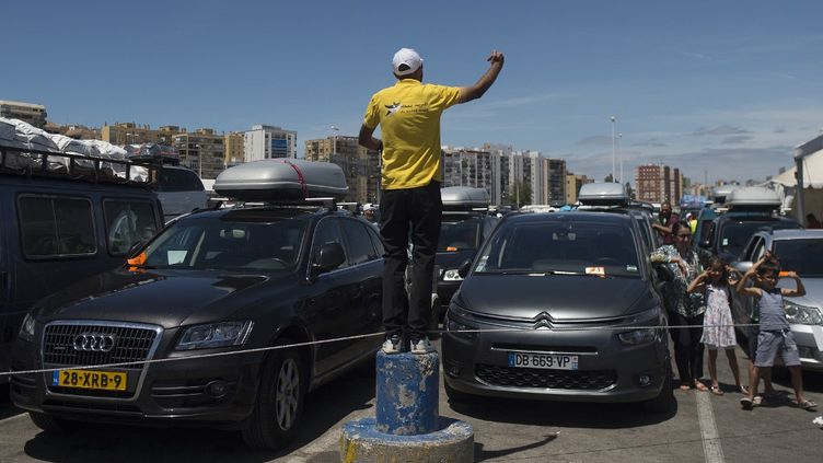 Attente sur le port d'Algésiras avant d'embarquer pour le Maroc, le 27 juillet 2019. 600 000 Marocains traversent par le détroit de Gibraltar pour passer les vacances au pays. (JORGE GUERRERO / AFP)