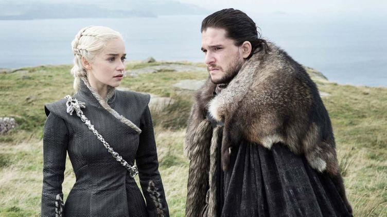 "Emilia Clarke et Kit Harrington incarnent respectivement Daenerys Targaryen et Jon Snow dans la série ""Game of Thrones"". (HBO)"