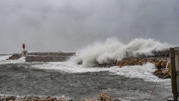 Des fortes vagues provoquées par latempête Gloria, à Perpignan (Pyrénées-Orientales), le 21 janvier 2020. (MAXPPP)