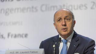 Le ministre des Affaires étrangères, Laurent Fabius, lors d'une conférence de presseà la COP21, au Bourget (Seine-Saint-Denis), le 2 décembre 2015. (JONATHAN RAA / AFP)