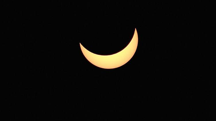 Une éclipse solaire partielle, le 20 mars 2015, à Strasbourg (Bas-Rhin). (FREDERICK FLORIN / AFP)